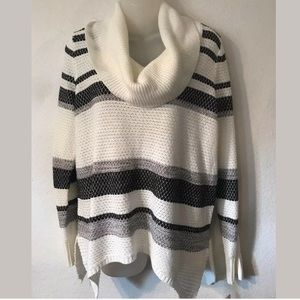 NWT CANYON RIVER BLUES cowl neck sweater size L